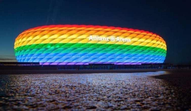 Allianz Arena colori bandiera Lgbt