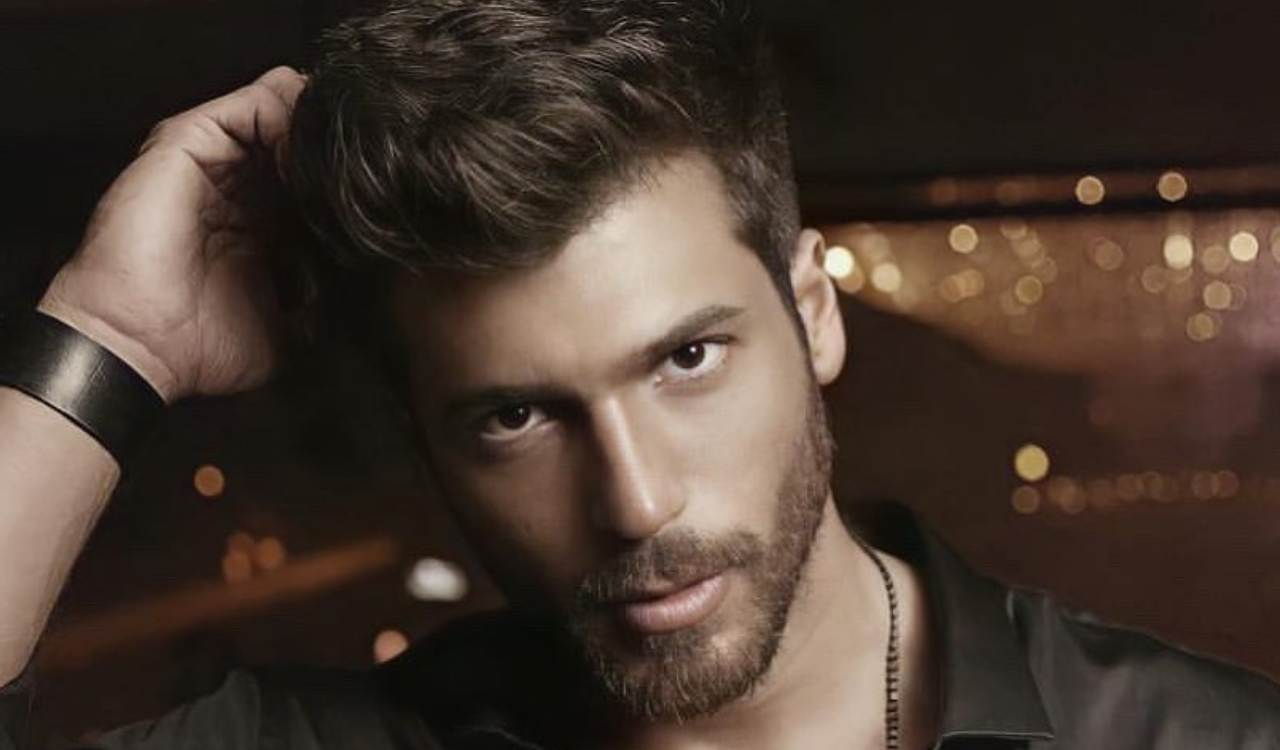 Can Yaman in posa