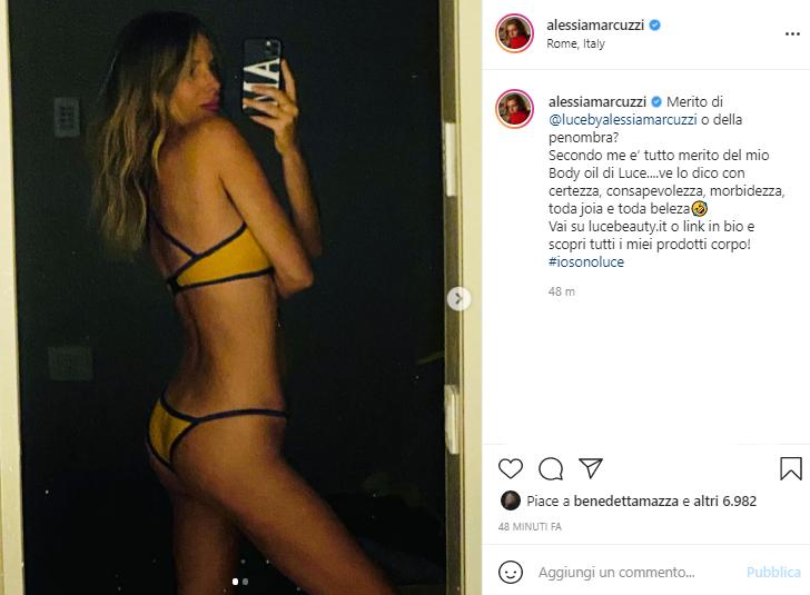 Alessia Marcuzzi in posa