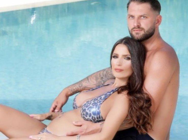 Alessia e suo marito, in dolce attesa