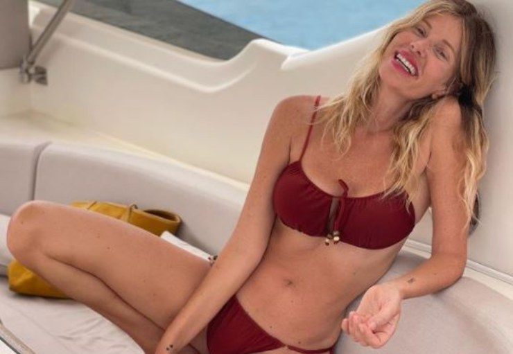 Alessia sorridente in vacanza