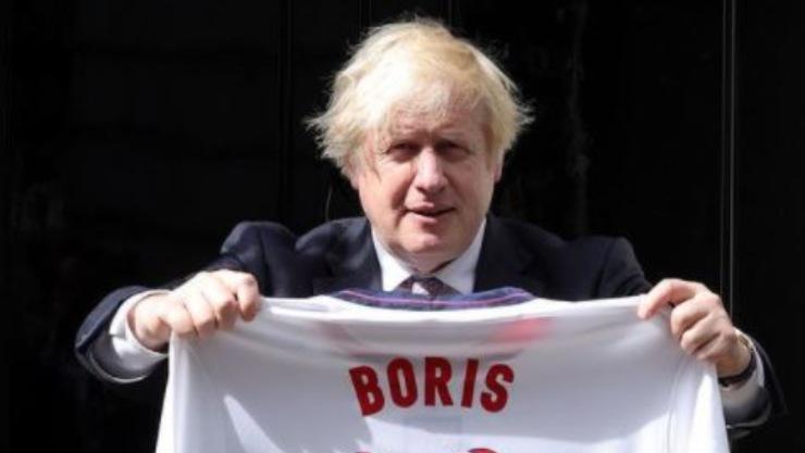 Boris Johnson, con la maglia della nazionale inglese