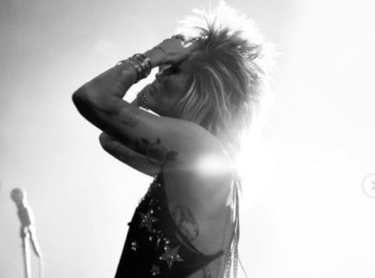 La Cyrus, rock star in bianco e nero