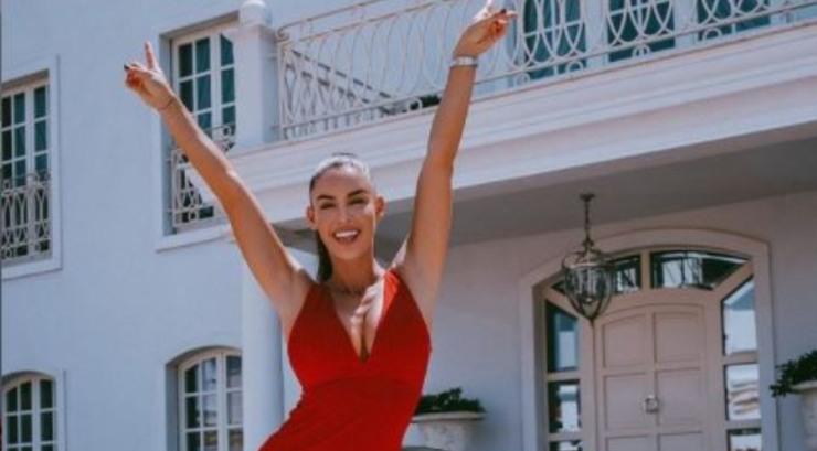 La Javorcekova in abito rosso