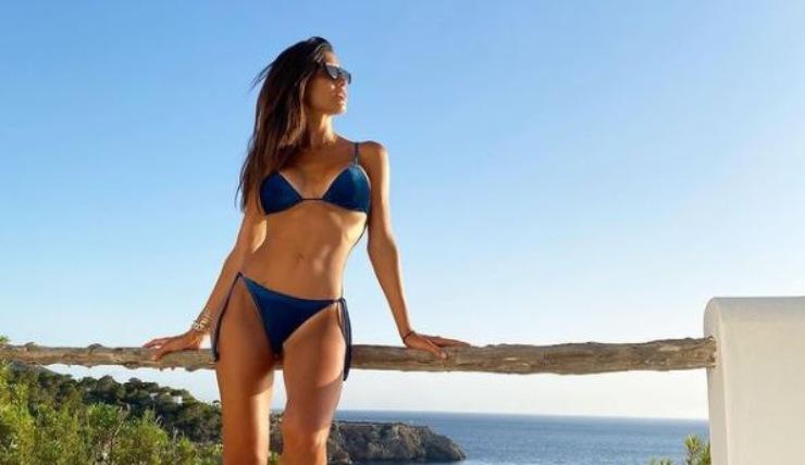La Nargi in bikini