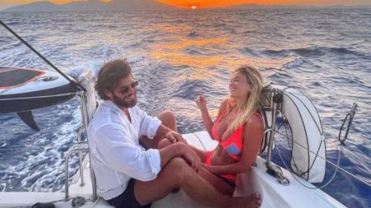 L'attore e la giornalista in barca insieme