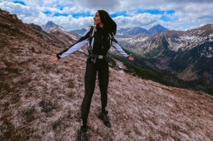 Lucia sportiva in montagna