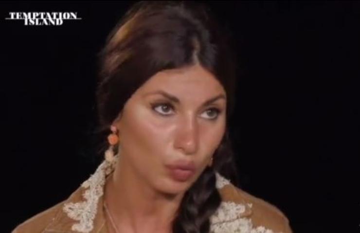 Manuela reagisce dopo il video di Stefano