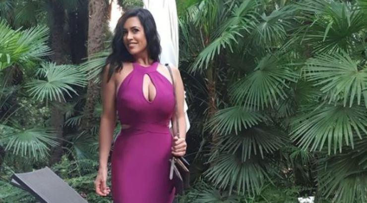 Miss Claudia in abito viola