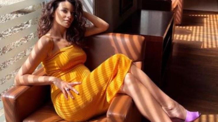 Paola, modella e influencer in dolce attesa