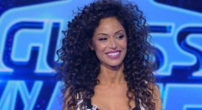 Raffaella Fico sorride