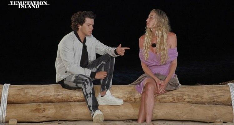 Valentina e Tommaso falò