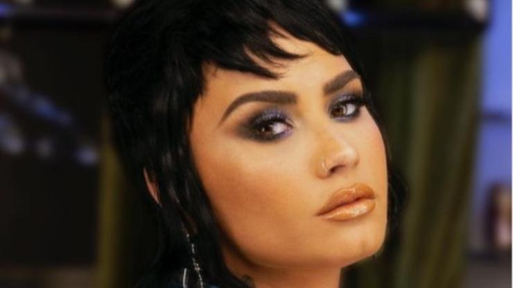Il primo piano della cantante Lovato