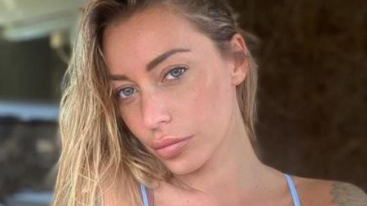 Karina Cascella Reggiseno Post Doccia