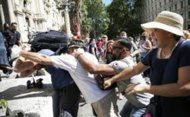 Manifestazione No Vax Aggressione Giornalista