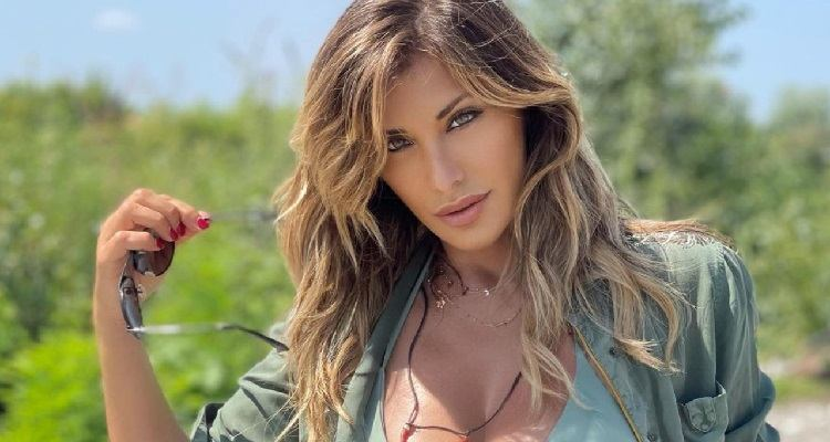 Sabrina Salerno seducente
