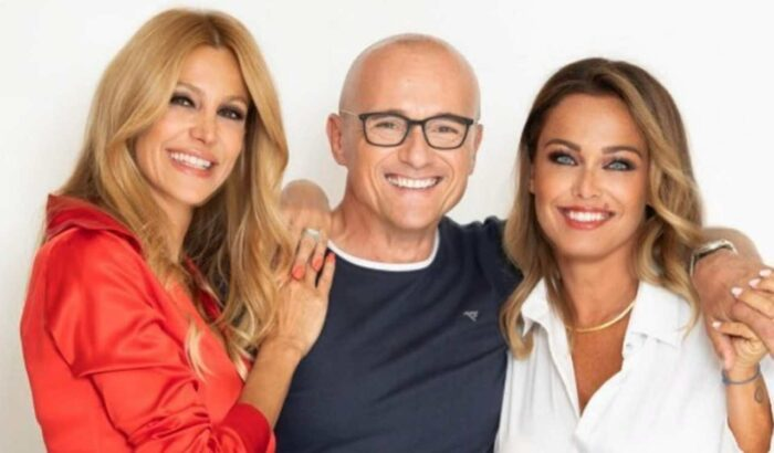 Alfonso Signorini, Sonia Bruganelli e Adriana Volpe in posa