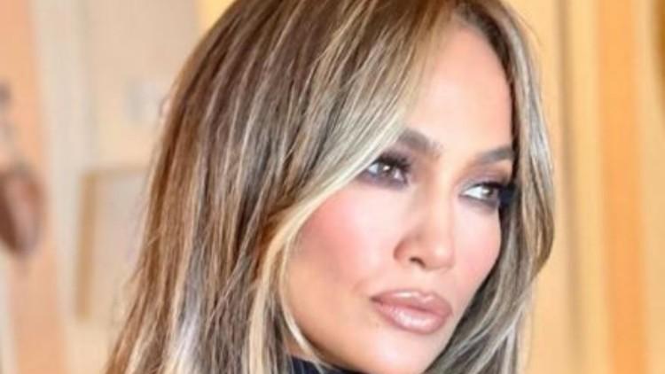Jennifer Lopez Décolleté Apertissimo