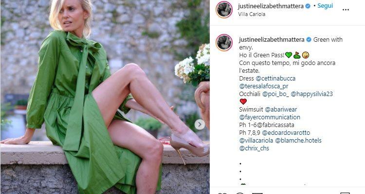 Justine Mattera posa sensuale