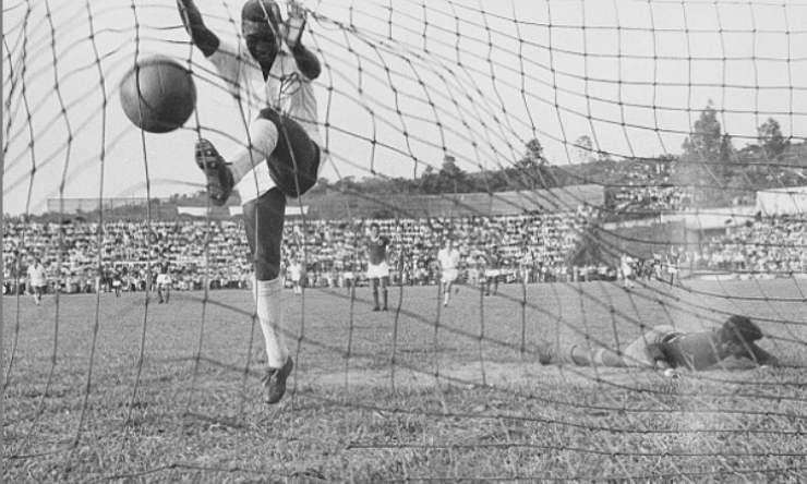 la leggenda del calcio brasiliano in campo