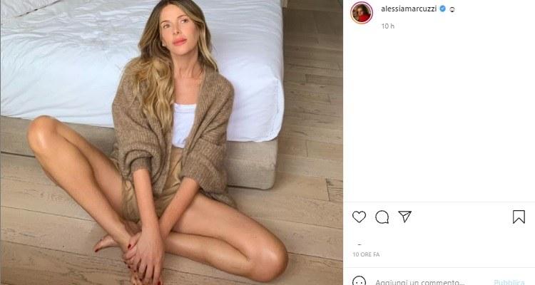 Alessia Marcuzzi gambe in vista