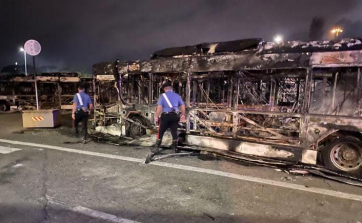Gli autobus bruciati