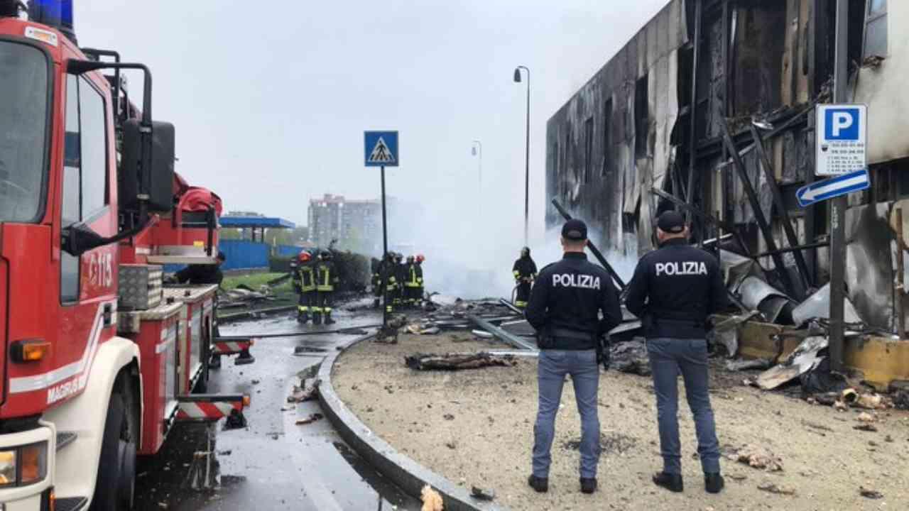 Incidente aereo San Donato polizia