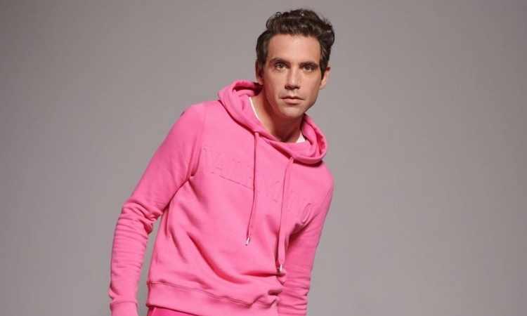 Mika in felpa rosa
