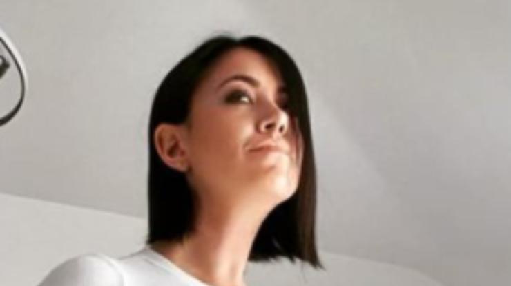 Miss Claudia con i capelli corti